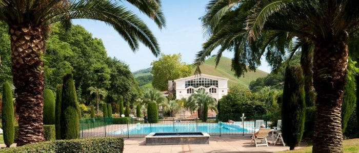 Cure thermale Cambo-les-Bains - Le parc luxuriant des thermes
