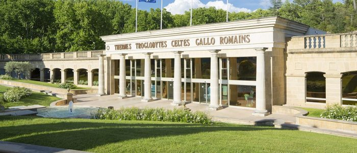 Cure thermale Gréoux-les-Bains - Façade des Thermes